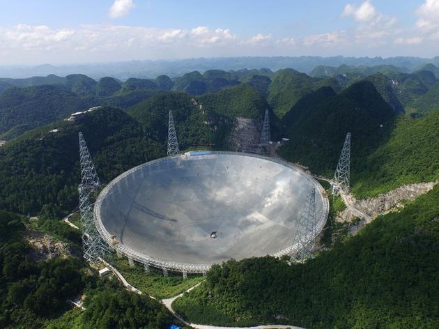 """世界最大射电望远镜主体完工:贵州群山中的""""观天巨眼""""睁开"""