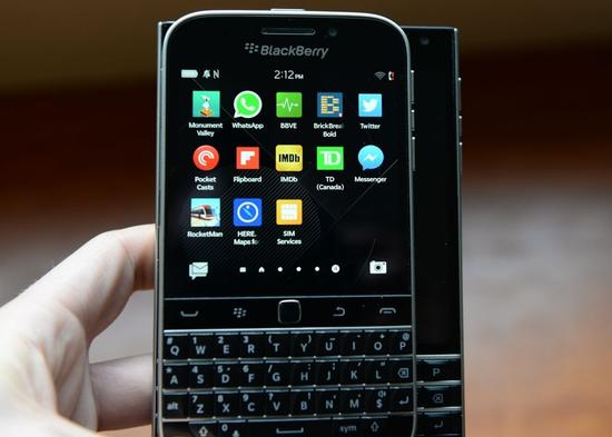 黑莓停产Classic键盘手机