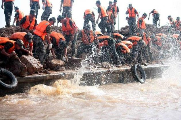 1998年特大洪水抗洪现场