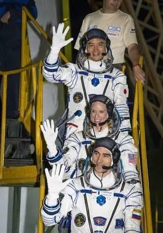 搭乘飞船的美日俄三名宇航员。来源:NASA