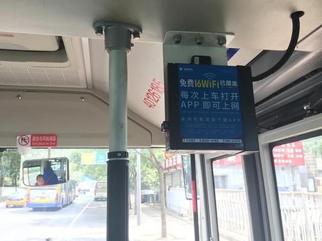 16WiFi的车载路由器。北京公交300路全线已完成设备的拆旧换新并正式开通WiFi。