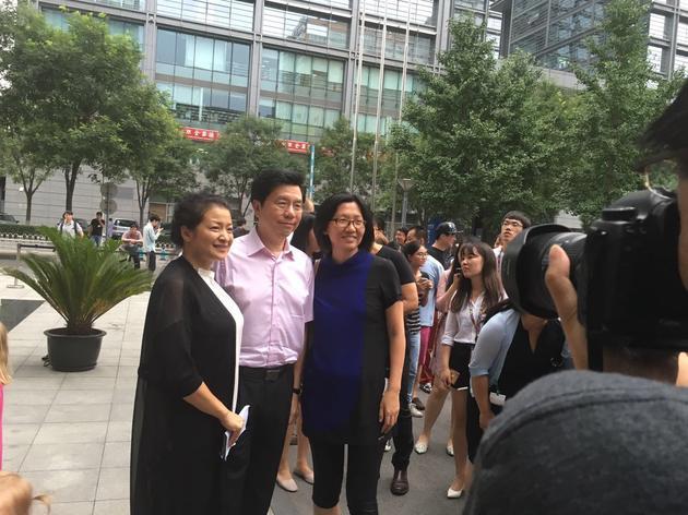 (左至右:赵泽红、李开复和谷雪梅)
