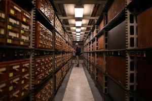 荷兰科学家实现原子存储:SD卡大小介质能存500TB信息