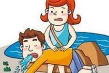 """流言揭秘:朋友圈疯传""""倒挂法""""救溺水儿童,靠谱吗?"""
