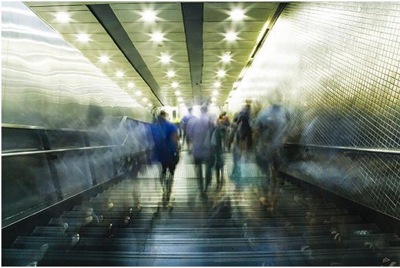 中关村地铁站下班时的人流。摄影:吕萌