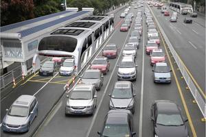 "Uber的真正对手其实是特斯拉 它们共同下注""未来交通"""