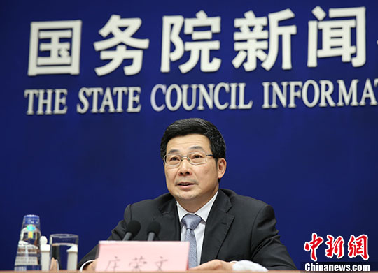 国家互联网信息办公室副主任庄荣文在介绍相关情况。 中新社记者 杨可佳 摄