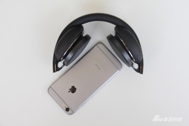 折叠以后和iPhone对比下尺寸
