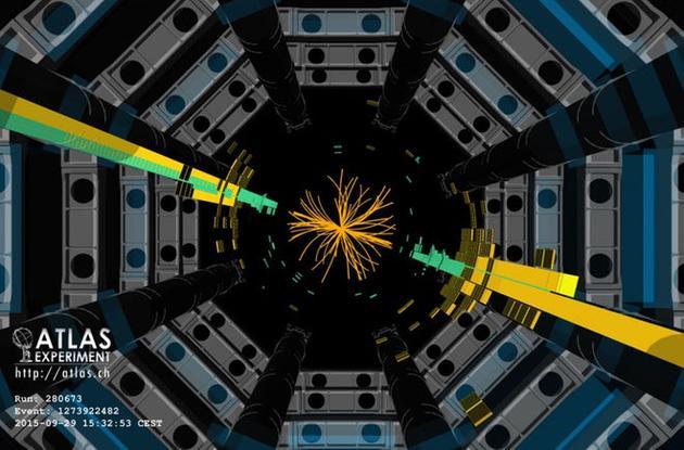 图为大型强子对撞机中的ATLAS探测器。