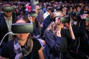 科技巨头布局VR节奏加快 虚拟现实望热潮再起