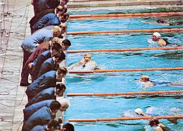 1964年东京奥运会,颜色鲜艳的尼龙泳衣
