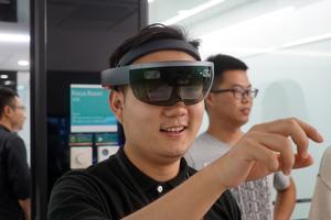 微软HoloLens体验:我们看到了未来和不一样的世界