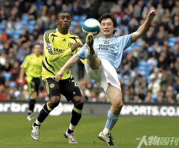 2008年4月5日,孙继海(右)出战曼城与切尔西的比赛