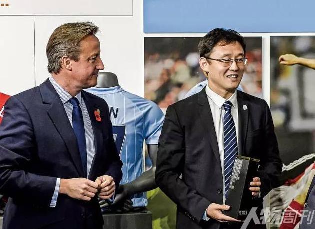 2015年10月26日,曼彻斯特,英格兰足球名人堂颁奖仪式,孙继海入选,时任英国首相卡梅伦出席