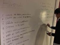 硅谷创新训练营手记第一日:站上椅子介绍 墙壁随便涂写