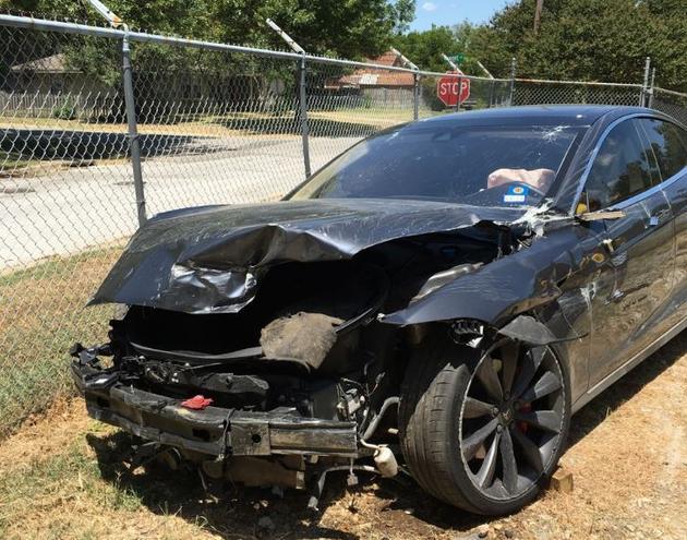 特斯拉自动驾驶又发生一起车祸