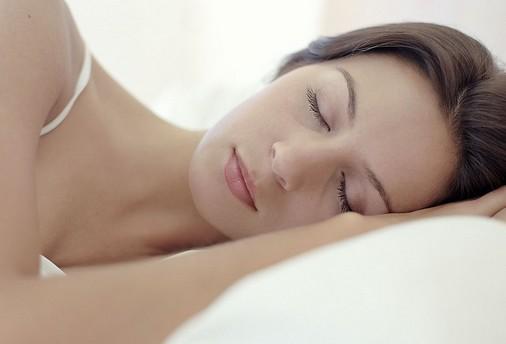 研究证实睡眠不足将改变人类大脑活动(新浪科技配图)