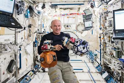"""美国""""爷爷辈""""宇航员停留太空500多天:未打破俄纪录"""