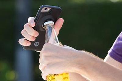 歪果仁脑洞大开的配件盘点:手机开瓶盖小菜一碟