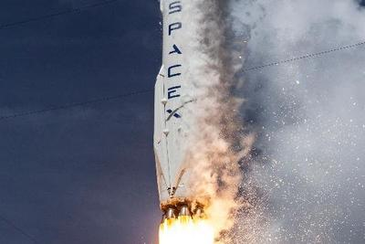 为Facebook发射卫星的猎鹰9号火箭爆炸