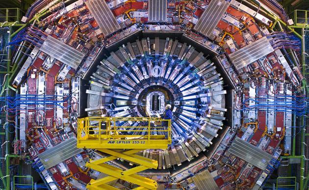 (发现希格斯玻色子的大型强子对撞机)
