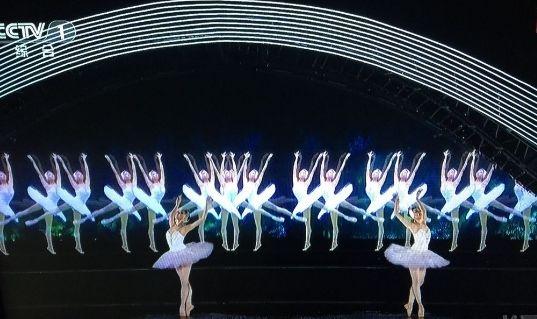 并不是所有舞台上的虚拟影像都是全息投影