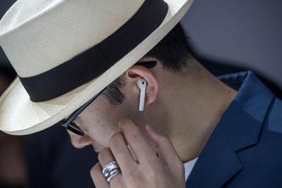 新闻早知道:苹果推迟AirPod出货 特斯拉年底前无需融资