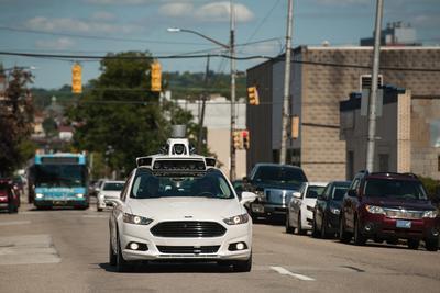 Uber自动驾驶汽车今日上路 遇红灯不敢右转