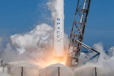 SpaceX:火箭起火事故调查不会影响太空飞船开发