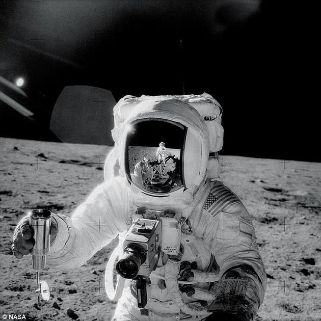 """研究团队认为,在月球的土壤中有可能会找到这种微型闪电的痕迹。微型闪电所形成的残留物也有可能存在于由""""阿波罗""""任务宇航员带回的月球土壤样本中。"""