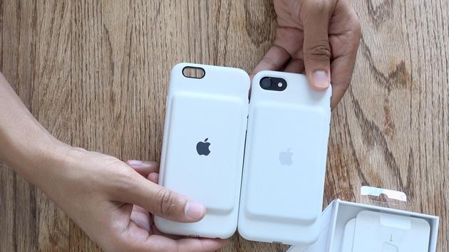 iPhone 7的新版电池保护套(右)跟上一代对比