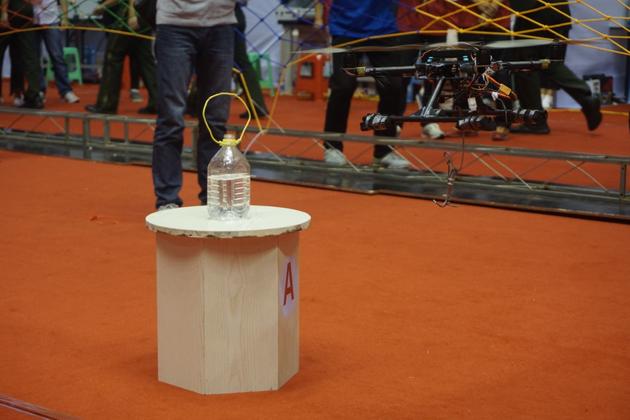 正在进行比赛的无人机