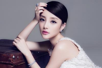 李小璐因照片被用于整容文章 起诉互联网医美平台新氧