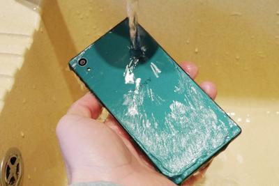 索尼苹果三星都宣称手机防水 噱头还是实用?