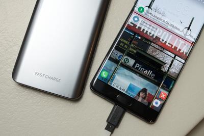 三星Note 7国行版第四炸出现!用原装充电器 MacBook被熏黑