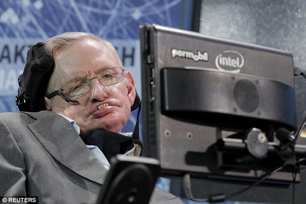 """史蒂芬·霍金(Stephen Hawking)近日在一部在线电影中""""造访""""了距地球16光年的Gliese 832c星球,他认为这颗行星上可能居住着智慧生命。"""