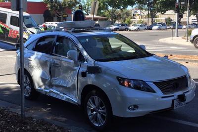 """谷歌宣称其无人车在上周""""最惨烈""""碰撞事故中无责"""
