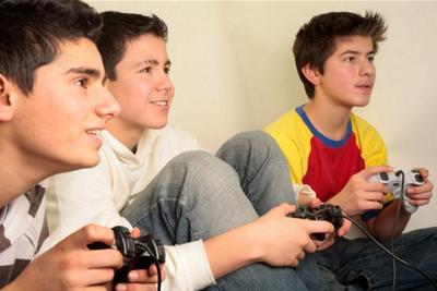 成也游戏败也游戏 英国本科以下年轻人爱游戏不工作