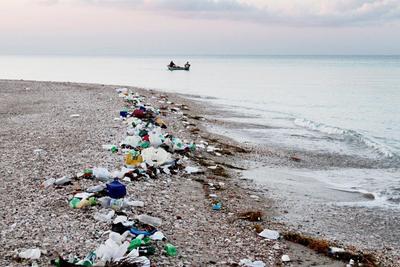 研究发现南极海域已被塑料微粒污染:危害海洋生态系统