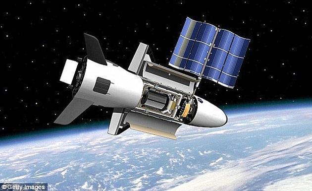 """一名保密学专家表示,该飞机""""很可能""""是一架间谍飞机。该项目的首架飞机于2010年发射,同年12月降落。"""