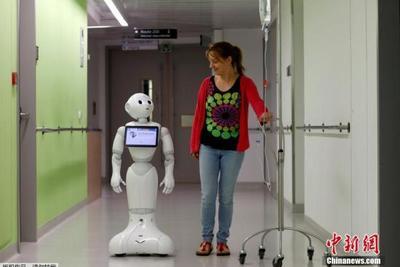 人手不足机器凑:日企启用清扫机器人替代清洁工