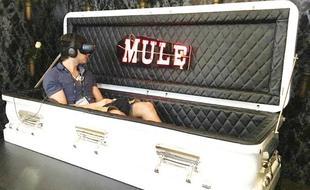 这个VR有毒:坐在棺材里体验被活埋