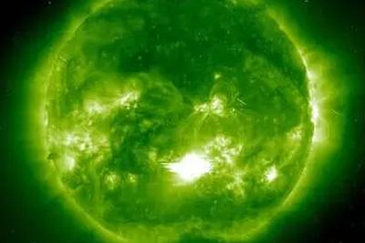 太空生活揭秘:遭遇太阳风暴时,宇航员怎么办?