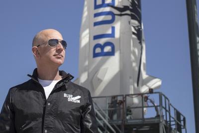 亚马逊CEO贝索斯希望降低进入太空成本 顺带调侃特朗普