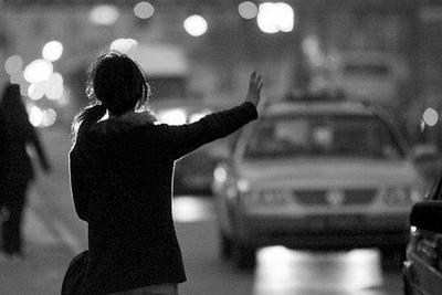 """网约车司机的""""乡愁"""":进不了的城,回不去的村"""