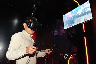 VR对人眼伤害大于手机电脑:VR蓝光伤害既特殊又直接