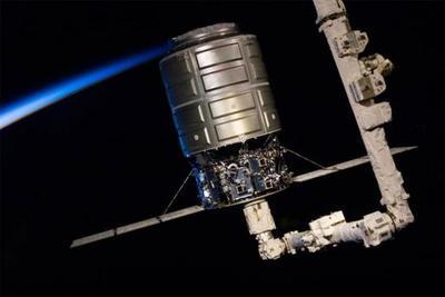 """""""天鹅座""""飞船与国际空间站成功对接:执行第六次补给任务"""