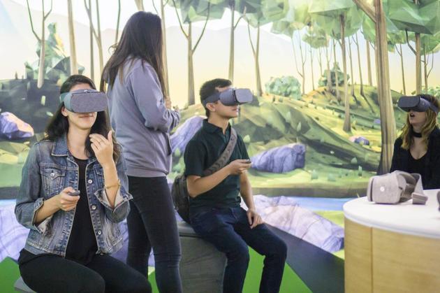 用户体验谷歌头戴式虚拟现实设备