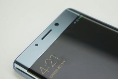 """小米手机的""""高端梦"""":一手降价,一手高端"""