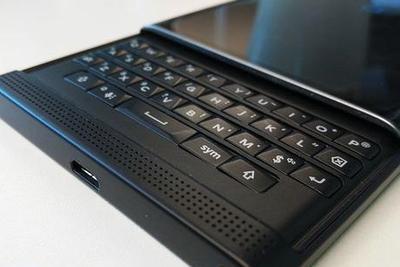 黑莓发布第三款Android手机:外观怎么如此眼熟